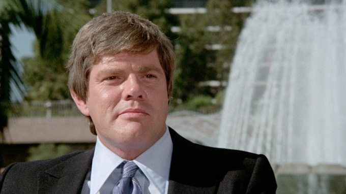 Wayne Mulligan, played by Ray Young.